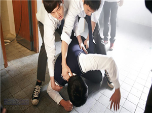 从长沙高三学生被打致脑功能衰竭看 校园暴力的家庭教育如何开展?