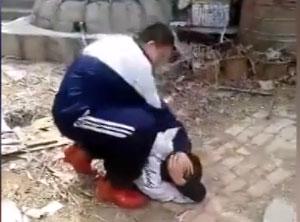 视频:山东上演未成年逼下跪抓大便校园暴力事件|叛逆少年成高危人群