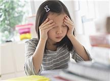 小学生学习基础差写作业慢,家长应正确辅导帮助孩子查漏补缺