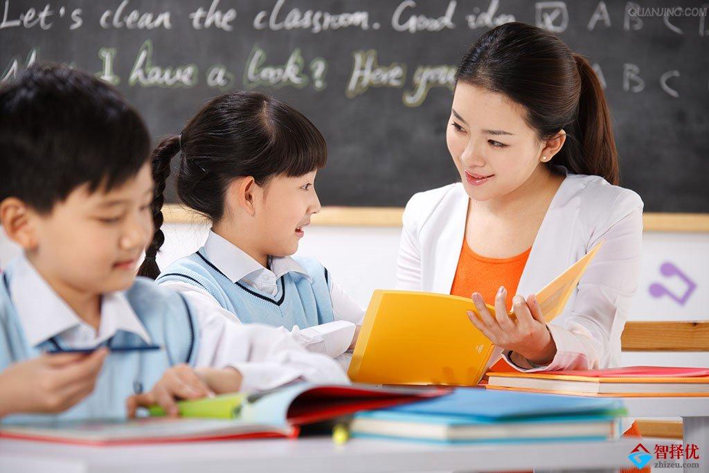 表扬和鼓励孩子的公式:鼓励=挖拥潜能《人格、能力》+你能行+身体接