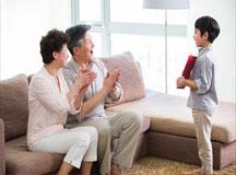 作为父母我们应该如何对孩子进行鼓励呢?