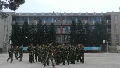 昆明市宜良县丑小鸭中学